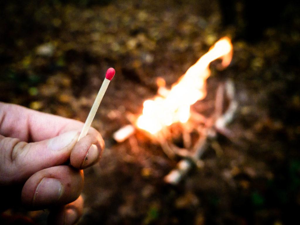 Défi : le feu avec une seule allumette